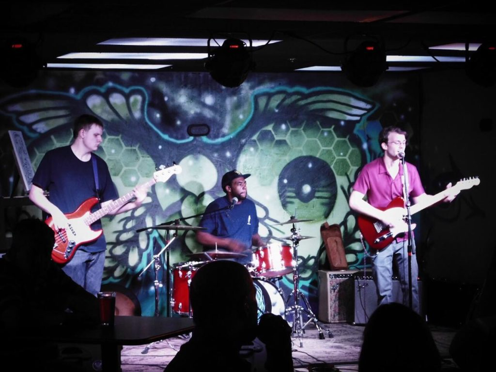 Live Music at 5506′ with Loose Leaves